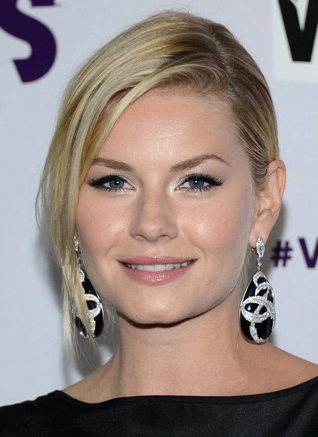 stacy-keibler-&-elisha-cuthbert-vh1-divas-red-carpet-19